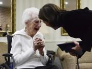 Giáo dục - du học - Mỹ: Cụ bà 97 tuổi bật khóc nhận bằng tốt nghiệp trung học