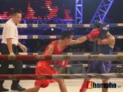 Thể thao - Muay Thái: Trúng seri đòn gối, võ sĩ ngã ngửa khỏi sàn đấu