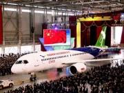Thế giới - Máy bay chở khách đầu tiên do TQ tự sản xuất ra mắt