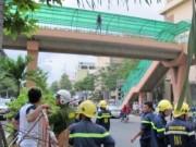 Tin tức trong ngày - Bất chấp can ngăn, cô gái vẫn lao đầu từ trên cầu xuống đất