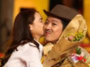 Phim - Nhã Phương hôn Trường Giang trước hàng ngàn người