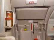 Tin tức trong ngày - Táy máy mở cửa thoát hiểm, khách bị phạt 15 triệu đồng