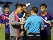 Bóng đá - Clip: Trọng tài Việt Nam bị cầu thủ Myanmar hành hung