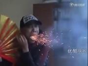 """Phi thường - kỳ quặc - Video: Người đàn ông có khả năng """"thổi ra lửa"""""""