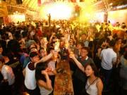 Bạn trẻ - Cuộc sống - Hàng nghìn người Sài Gòn hào hứng tham gia lễ hội bia