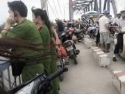 Tin tức Việt Nam - Hẹn gặp bạn trên cầu, bất ngờ nhảy xuống sông tự tử