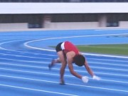Kỷ lục thế giới: Người chạy bằng 4 chi nhanh nhất