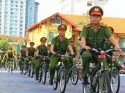 Tin tức trong ngày - Ngắm cảnh sát Huế tuần tra bằng xe đạp