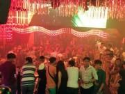 """An ninh Xã hội - Cảnh sát ập vào quán bar, 250 dân chơi SG vội vứt """"hàng"""""""