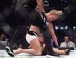 """Ronda Rousey - Holly Holm: """"Nữ hoàng"""" trả giá"""