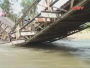 """Video An ninh - Xe quá tải làm sập cây cầu """"huyết mạch"""" ở Sơn La"""