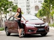 Giải đồng Siêu mẫu Việt Nam gợi cảm bên Honda City 2016