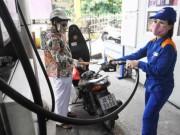 """Thị trường - Tiêu dùng - Giảm giá """"nhỏ giọt"""", DN xăng dầu công bố lãi lớn"""