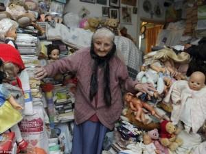 Phi thường - kỳ quặc - Cụ bà sưu tập búp bê và đồ chơi cũ suốt 61 năm