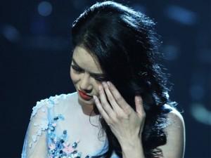 """Ca nhạc - MTV - Thu Phương nghẹn ngào khi hát """"Chưa bao giờ"""""""