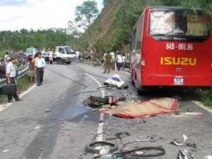 Tin tức trong ngày - Thương tâm: Cả gia đình thiệt mạng vì xe tải mất lái