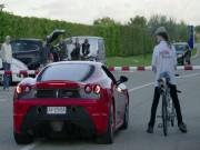 Thể thao - Tròn mắt với cuộc đua giữa xe đạp và Ferrari