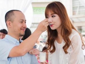 Phim - Hari Won thể hiện tình cảm với bạn trai chốn đông người