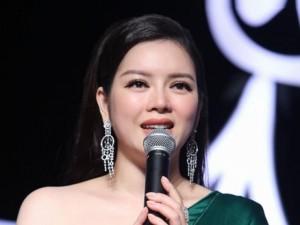 Đời sống Showbiz - Lý Nhã Kỳ đề nghị người mẫu bỏ show nói lời xin lỗi