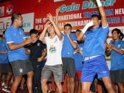 """U21 Clear Men Cup - Công Phượng & U21 HAGL """"quậy"""" với hit """"Vợ người ta"""""""