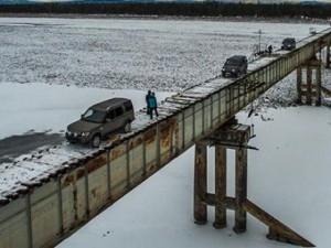 Phi thường - kỳ quặc - Rùng mình cây cầu thép không lan can, chỉ có…1 làn xe