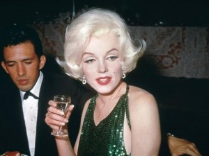 """Đối thoại cùng Sao - Ngắm hình hiếm """"biểu tượng gợi cảm"""" Marilyn Monroe"""