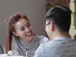 """Lan Ngọc âu yếm """"trai lạ"""" dù công khai hẹn hò Minh Luân"""