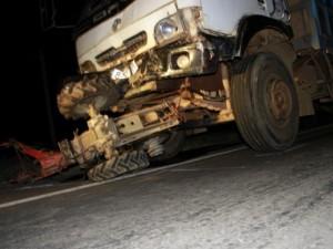 Tin tức trong ngày - Hiện trường kinh hoàng vụ xe tải tông công nông
