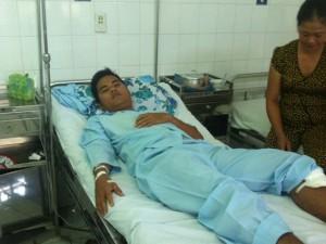 Tin tức trong ngày - Một chiến sĩ công an bị đâm khi chống đua xe