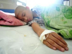 """Tin tức trong ngày - Ảnh: Cuộc chiến chống ung thư của những em bé """"đầu trọc"""""""