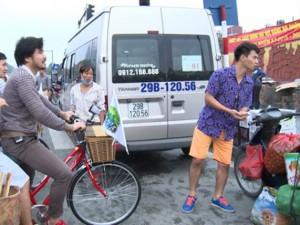"""Phim - Xuân Bắc bán hoa quả khiến chợ """"náo loạn"""""""