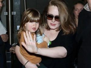 Adele chỉ mong bình yên sau sự trở lại đình đám