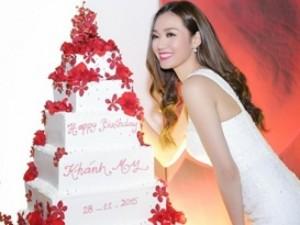 Phim - Khánh My mang dép bệt trong tiệc sinh nhật sang trọng