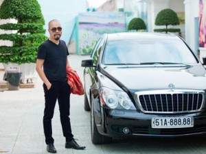 Đời sống Showbiz - NTK Đức Hùng đi siêu xe 30 tỷ đến chấm giải Siêu mẫu
