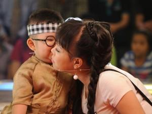 """Phim - Trấn Thành, Việt Hương """"cười lăn cười bò"""" vì Kutin"""