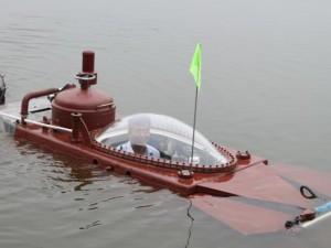 Tin tức trong ngày - Clip: Tàu ngầm Hoàng Sa lặn ở hồ lớn Thái Bình