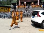 Thể thao - Võ tăng Thiếu Lâm dùng một tai kéo xe SUV