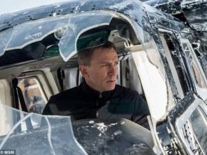Phim - Bom tấn mới của James Bond bị fan bắt lỗi