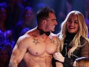 Nữ giám khảo X-factor được trai đẹp 6 múi mừng sinh nhật