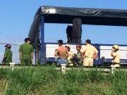 Tin tức Việt Nam - Vụ tài xế đạp CSGT: Rút chìa khóa xe đang chạy là sai