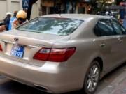 An ninh Xã hội - Tạm giữ xe Lexus biển xanh nghi mang BKS giả