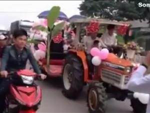 """Bạn trẻ - Cuộc sống - """"Hết hồn"""" trước xe rước dâu cắm cây chuối ở Nghệ An"""