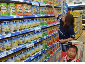 Thị trường - Tiêu dùng - Vụ doanh nghiệp sữa kêu oan: Theo đến cùng vụ việc