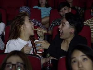 """Bạn trẻ - Cuộc sống - Phở Đặc Biệt, Ngọc Thảo gây """"khó chịu"""" trong rạp chiếu phim"""