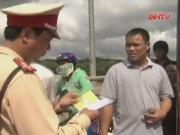 Video An ninh - Phạt tiền, tước bằng lái tài xế không cứu người bị nạn