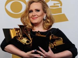 """Thành tích  """" khủng """"  của Adele từ 14 tuổi đến nay"""