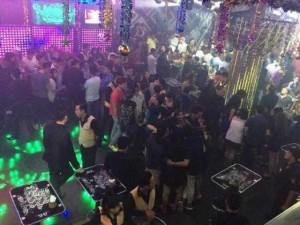 Tệ nạn xã hội - Dân chơi tháo chạy, vứt ma túy trong quán bar ở Sài Gòn
