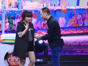 Vợ Nguyễn Hải Phong bầu bí vẫn chơi hết mình