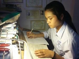 Giáo dục - du học - Nữ sinh mồ côi nuôi ước mơ làm công an