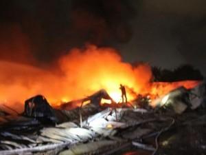 Tin tức trong ngày - Hàng trăm người gồng mình dập lửa ở công ty mũ bảo hiểm